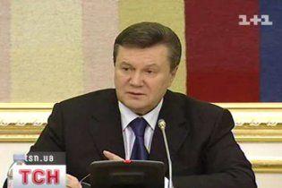 Янукович жорстко присікатиме втручання влади у справи ФФУ
