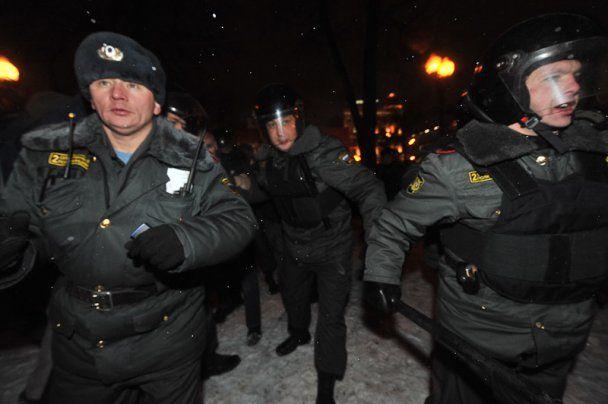 В Москве ОМОН помешал оппозиции требовать России без Путина