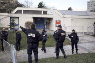 17-летний француз напал на детский сад и захватил заложников