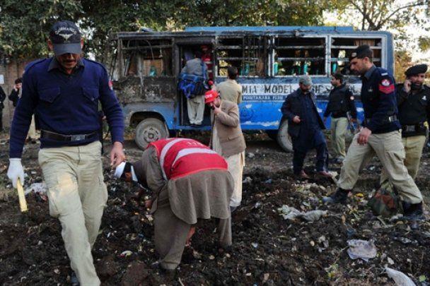 У Пакистані підірвали шкільний автобус