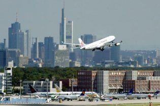 Джерела: у Франкфурті зняли з літака п'яних членів делегації від Табачника