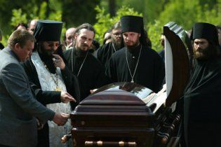 Церкви Московського та Київського патріархатів сперечаються за цвинтарі