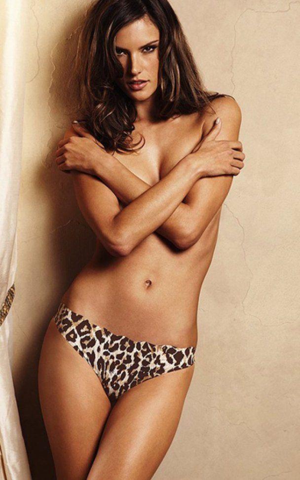 Зірка Victoria's Secret закликала носити різнокольорові трусики