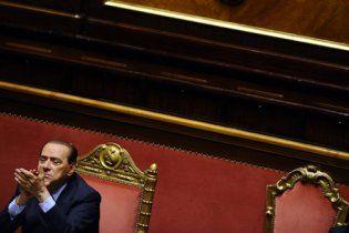 Берлусконі уникнув відставки