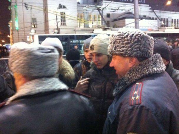 """У Москві кавказці побилися з """"фанатами"""": натовп зростає"""