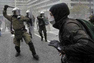 У Греції поліція газом та гранатами розганяла мітингувальників