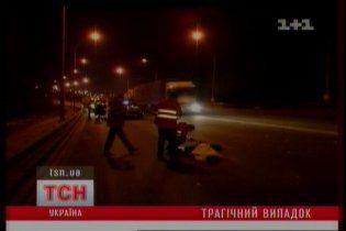 В Киеве мужчину сбила машина после общения с гаишниками