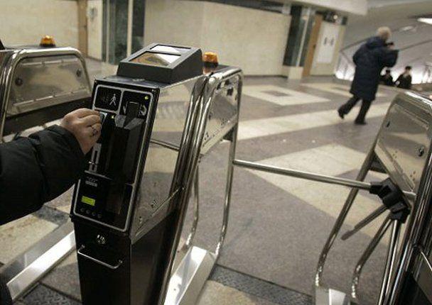 Азаров открыл в Киеве три новых станции метро