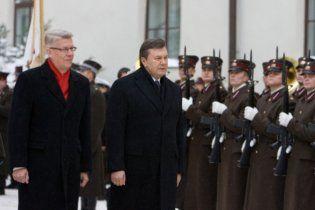 Янукович отказался посещать музей советской оккупации в Латвии