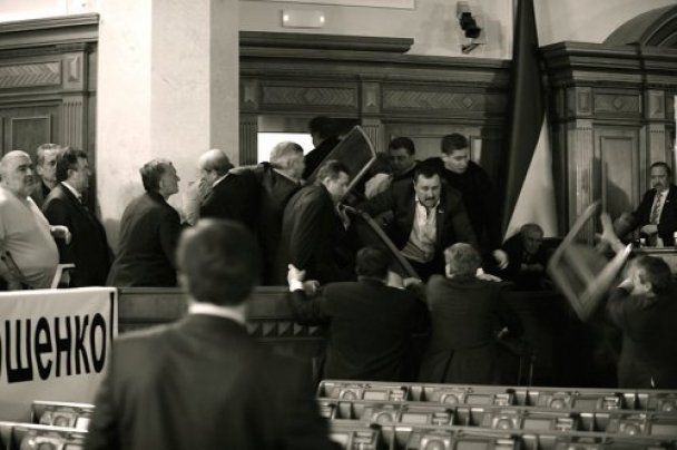 Бютовцы оставили Раду регионалам: в рядах оппозиции четверо травмированных