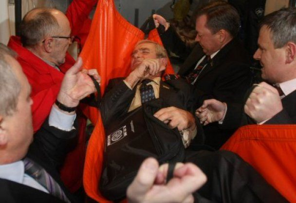 Бютовцев избил до крови депутат-агроном