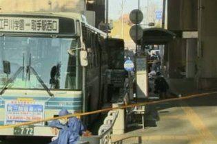 Японец устроил резню в школьном автобусе