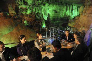 Саакашвілі зібрав уряд у печері