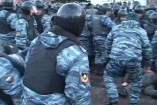 "ОМОН жестко разогнал толпу националистов возле ""Останкино"""
