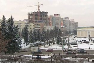 На центральную площадь Минска стягивают спецтехнику с бойцами