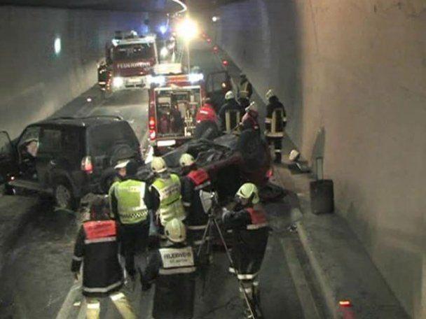 Жахливе ДТП в Австрії: у тунелі на повній швидкості зіткнулося два авто