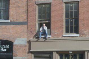Полиция Нью-Йорка ворвалась в квартиру курильщика, чтобы спасти его от самоубийства