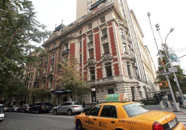 Forbes составил рейтинг самых дорогих покупок олигархов в 2010 году