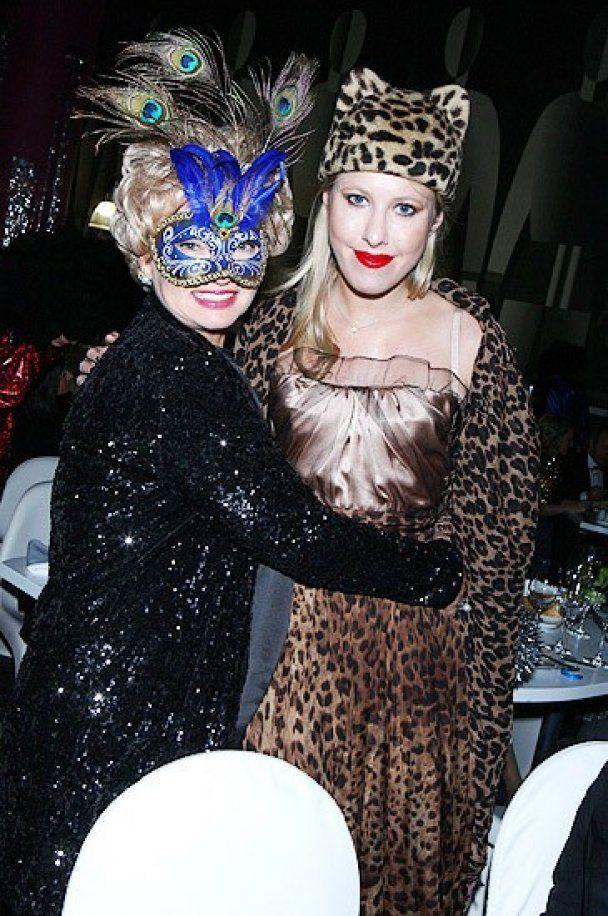 Кошка-Собчак и Валерия-Пиаф повеселились на балу