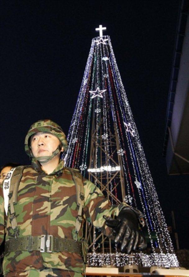 КНДР пригрозила обстріляти різдвяну ялинку Південної Кореї