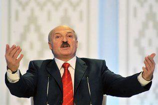 """Лукашенко заявил, что он """"плевать хотел"""" на реакцию ЕС"""