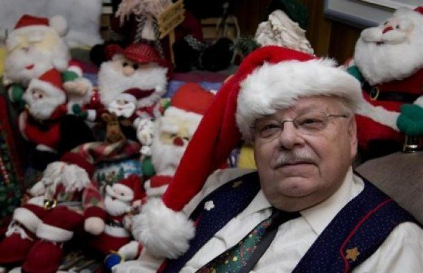 Канадский пенсионер собрал рекордную коллекцию Санта-Клаусов
