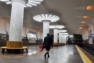 У метро Харкова встановили лавки по 8 тисяч доларів кожна