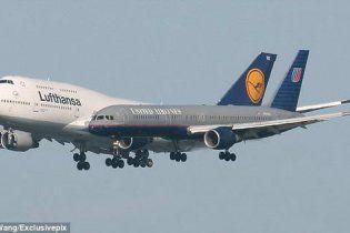 Американець зняв на відео шокуючі кадри паралельного приземлення літаків