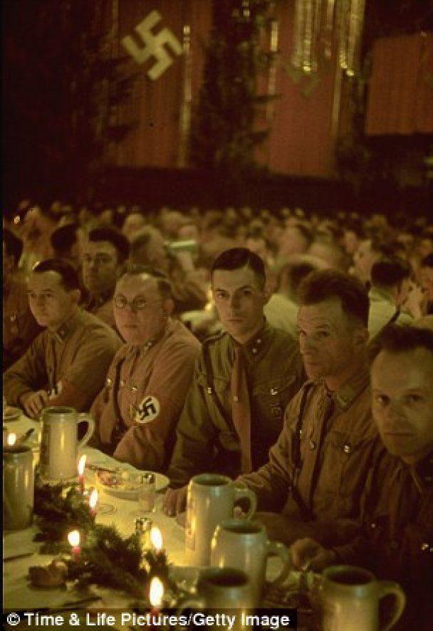 Опубликованы уникальные фото с рождественской вечеринки Гитлера