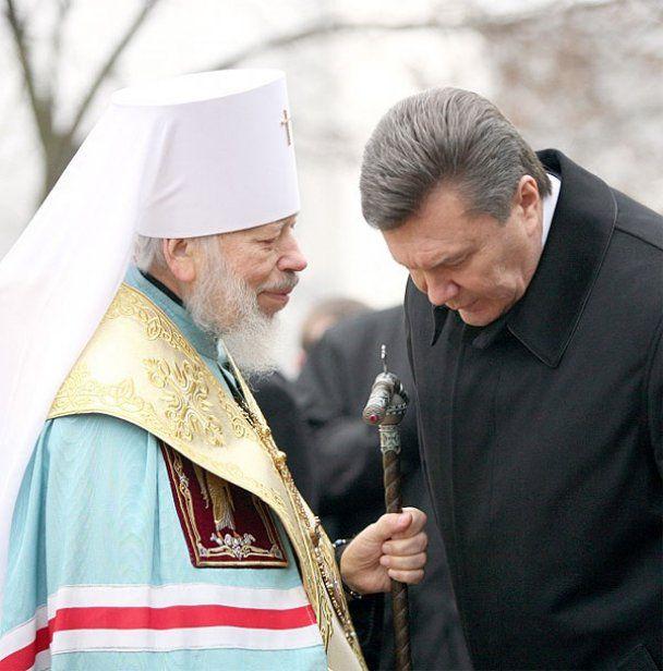 Янукович та Азаров подякували Богу за 2010 рік