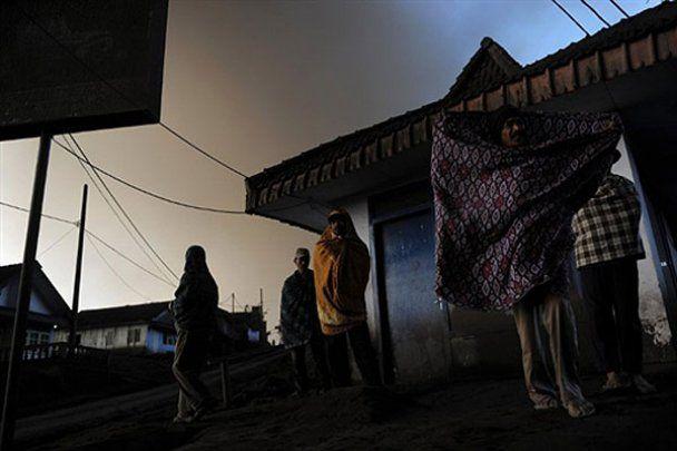 В Индонезии начал извергаться вулкан Бромо