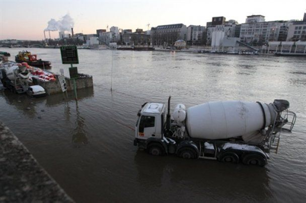 Сена вийшла з берегів: Париж почало затоплювати