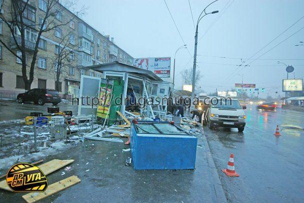 В Киеве джип снес киоск и убил продавщицу