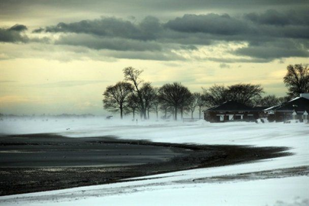 На востоке США объявлено чрезвычайное положение из-за снежной бури