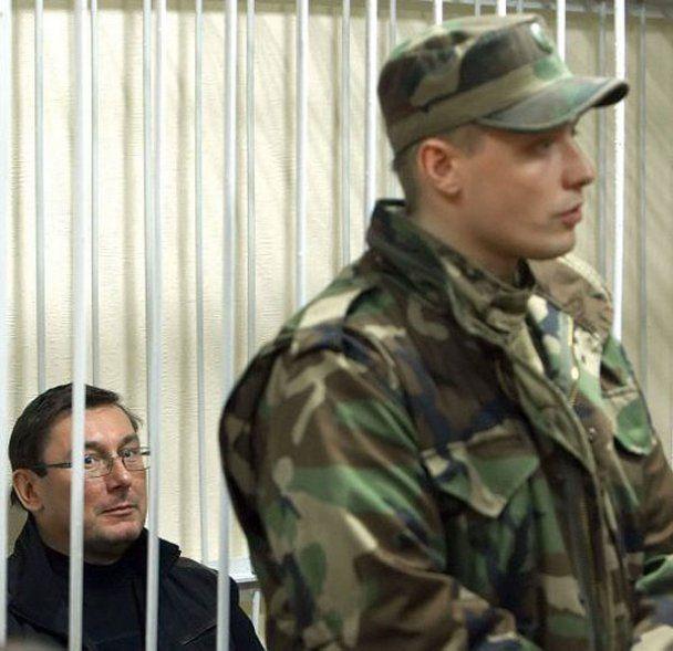 Екс-міністр внутрішніх справ Юрій Луценко за ґратами