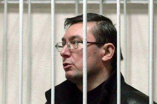 Адвокати просять Пшонку зглянутися над Луценком і відпустити його