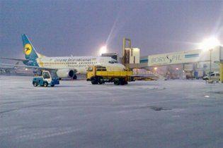 """Из-за снежной непогоды москвичи будут встречать Новый год в """"Борисполе"""""""