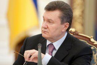 """Янукович пригрозив Могильову """"червоною карткою"""""""