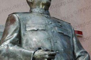 У прокуратуры есть видео повреждении памятника Сталину тризубовцами