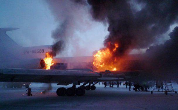 У Росії при посадці вибухнув літак: є жертви