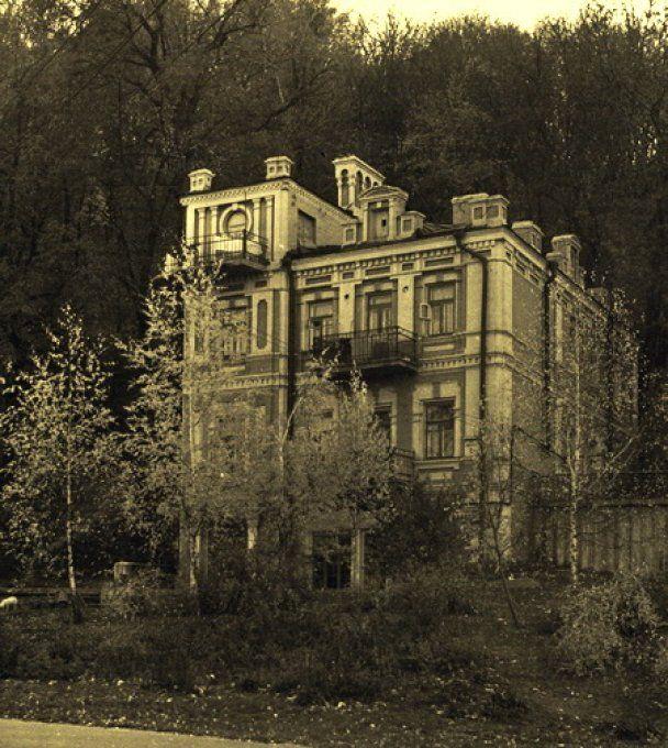 В Киеве снесли старинный особняк, на его месте будет офисное здание