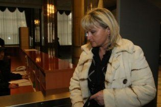 Жена Луценко в суде ударила охранника
