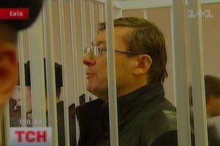 """Для порятунку Луценка захист готує """"інтригуючий"""" документ"""