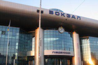 На киевском вокзале среди бела дня изнасиловали женщину