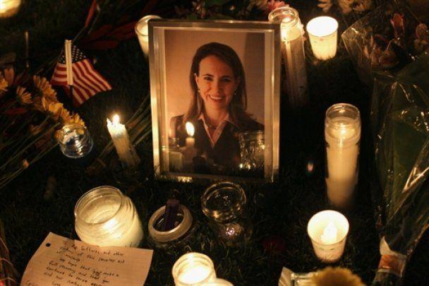 Нові подробиці замаху на конгресвумен США: політик на порозі смерті