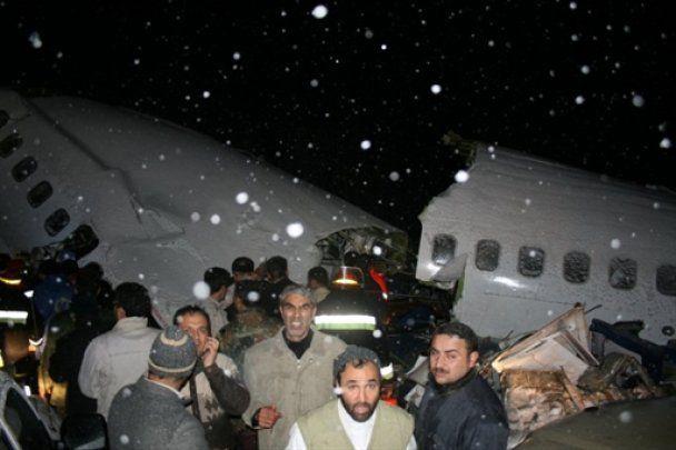 """Найден """"черный ящик"""" самолета, упавшего в Иране"""