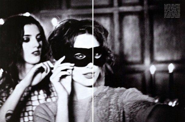 Кира Найтли приклеила усы и закурила для Vogue Italia