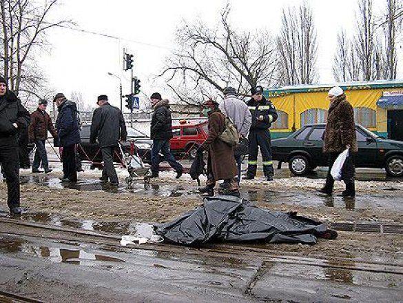 Трамваї розрізав жінку в Києві_6