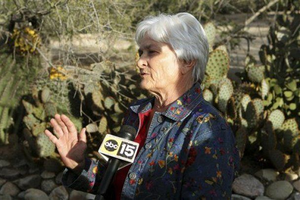 """Героїнею Америки стала 61-річна жінка, яка вихопила обійму в """"Арізонського стрільця"""""""