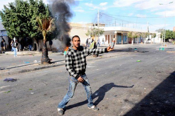 """На придушення молодіжної """"реп-революції"""" в Тунісі кинули війська"""